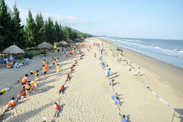 Tổ chức các trò chơi trên bãi biển